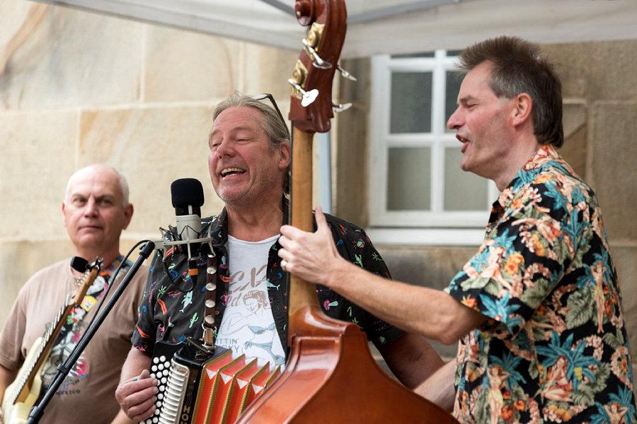 Kulturspaziergang auf dem Hasefriedhof: Three To Get Ready
